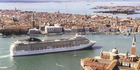 Al premier italiano Matteo Renzi, affinché estrometta le grandi navi da crociera da Venezia e dalla laguna