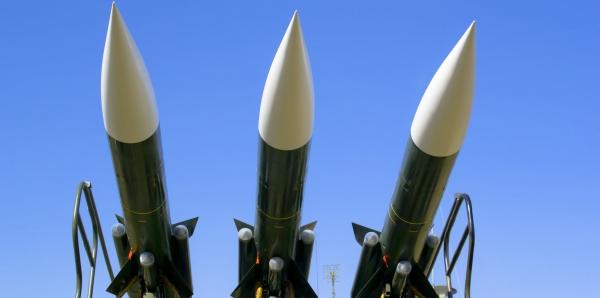 Weltweite Zwangsabgabe im Rüstungsverkauf per Gesetz. Der (Mit-)Verursacher hat die Kosten zu tragen.