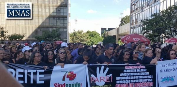 Ao Exmo sr. Presidente da Câmara dos Deputados: Efetivem todos os Agentes Comunitários e de Combate ás Endemias do Brasil.