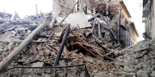 Matteo Renzi: Dare pene pesanti a chi costruisce edifici che crollano