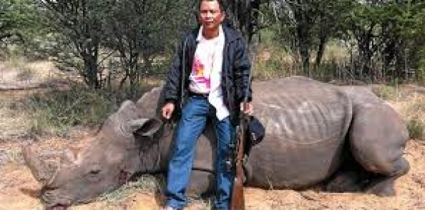 Depts. of Environment, South Africa & Namibia AND John Scanlon: REVOKE PERMISSION TO TROPHY HUNT RHINOS
