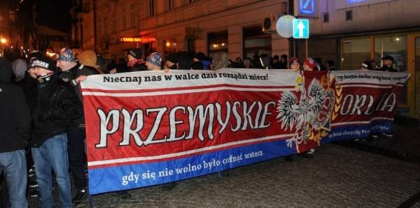 Premier Beata Szydło: Wzywamy Rząd RP do przeciwdziałania aktom agresji wobec mniejszości narodowych i obcokrajowców
