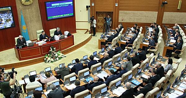 Парламент Казахстана: Отмена регистрации граждан