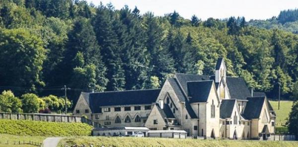 Monseigneur l'évêque Rémy Vancotten :Monsieur le Bourgmestre André Defat : Contre la fermeture de l'Abbaye Notre-Dame