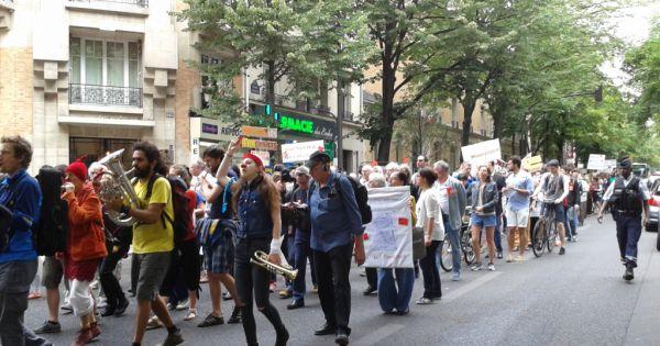 Toujours plus nombreux contre le projet financier, immobilier et commercial dans l'ancien rectorat de Paris