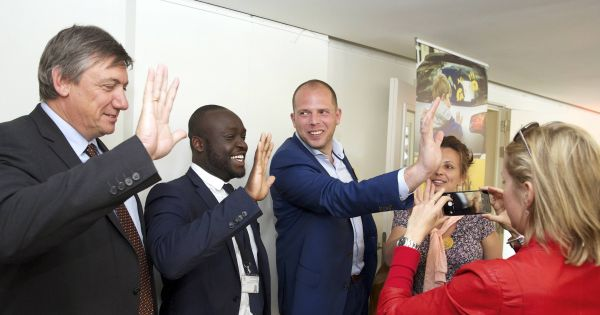 De heren Jan Jambon en Theo Francken: Kies voor veilige en legale migratie met VN-migratiepact