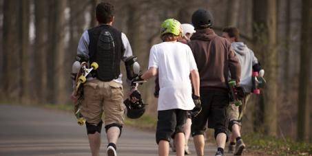 Non à l'exclusion des longboards et skateboards sur les pistes cyclables de Montréal.
