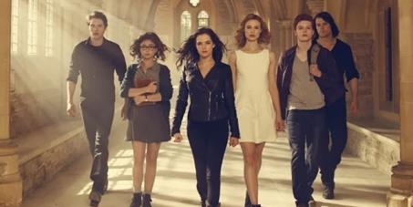 Diamond Films Brasil : Distribuam o filme Vampire Academy: Blood Sisters no Brasil, como divulgado