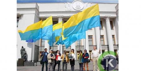 Депутатам Верховної Ради України - Прийняти Закон про Прапор з розташуванням кольорів: жовтий згори, блакитний знизу