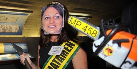 Contra a nomeação de Kátia Abreu no ministério de Dilma