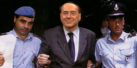 Firma per il carcere preventivo a Berlusconi