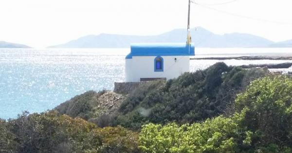 Να μην μετακινηθεί η Εκκλησία της Αγίας Κυριακής στην περιοχή Μουτσούνα Νάξου