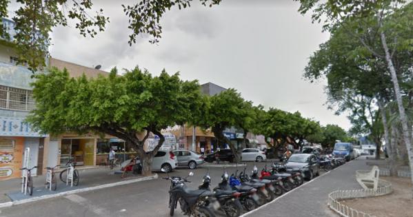 Contra o corte das árvores da Praça Filomeno Hora