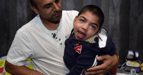 Kinderbescherming, de Rechter: Stervende & verstandelijk gehandicapte 10-jarige Amir terug naar familie