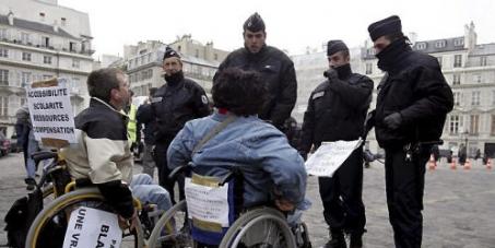 Stop a la précarité des personnes Handicapées !