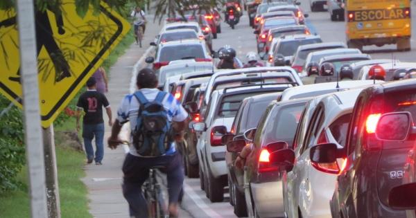 Prefeitura de Maceió! Implante já uma ciclofaixa na Av. Siqueira Campos