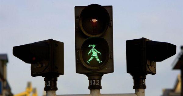 Wij willen vrouwen op verkeersborden!