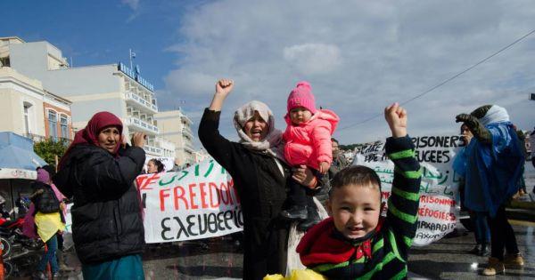 Κλείστε τα στρατόπεδα συγκέντρωσης, επίταξη ξενοδοχείων-σπιτιών για τους πρόσφυγες τώρα!