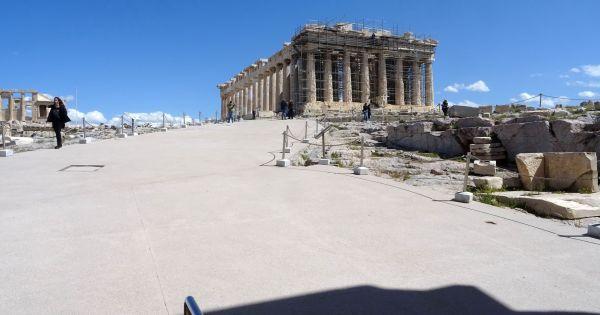 Η Ακρόπολη σε κίνδυνο - Acropolis in danger
