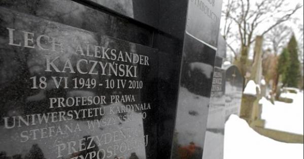 Rzeczpospolita Polska: Przeniesienie grobu Kaczyńskich z Wawelu na Powązki.