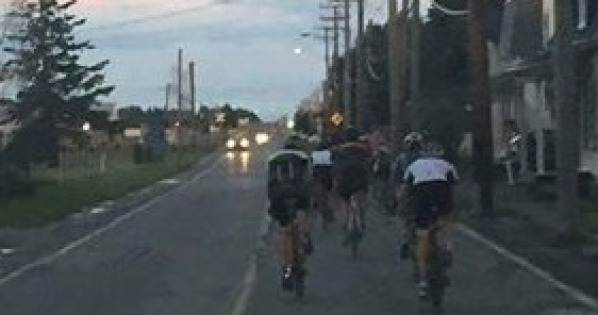 Gouvernement du Québec: Interdiction de rouler dans les zones de plus de 50km/h en vélo.