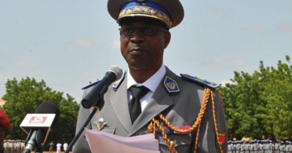 F. Hollande : Retirez la Légion d'honneur au Général putschiste Diendéré (Burkina Faso)