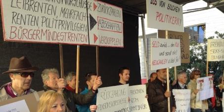 Consiglio Provinciale BZ - Südtiroler Landtag: Pensioni d'oro Bozen: restituzione e dimissioni - Rückgabe und Rücktritt