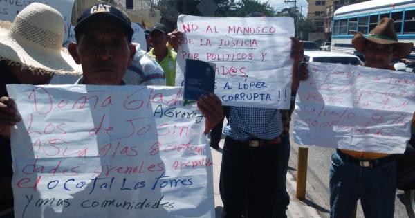 Presidente de Honduras: Juan Orlando Hernandez: Detengan la hidroeléctrica del Río Chinacla