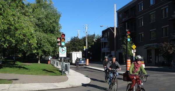 M. Denis Coderre, maire de la ville de Montréal: Reprise immédiate des travaux sur la piste cyclable de la rue de Brébeuf