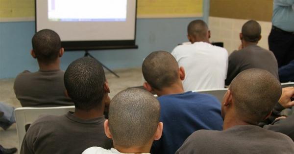 Unidade socioeducativa não é prisão. Diga não aos 8 anos de internação para adolescentes infratores