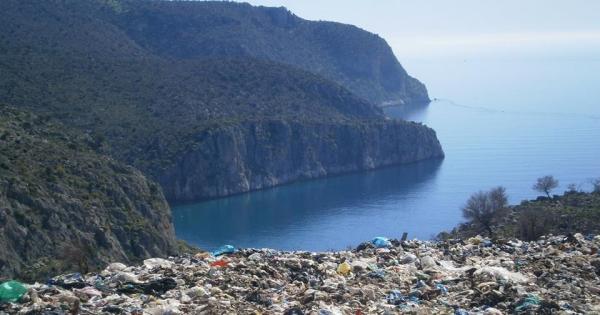 Κλείστε την χωματερή   στην  παραλία  Καραθώνας  Ναυπλίου