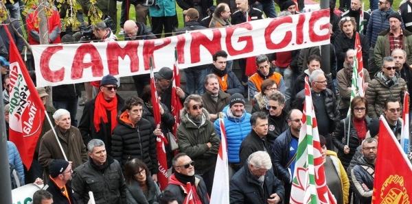 Ai Sindacati FIM, FIOM, UILM, UGL e alle Istituzioni: Chiediamo di organizzare una manifestazione a Roma il 19.01.2016 al MISE