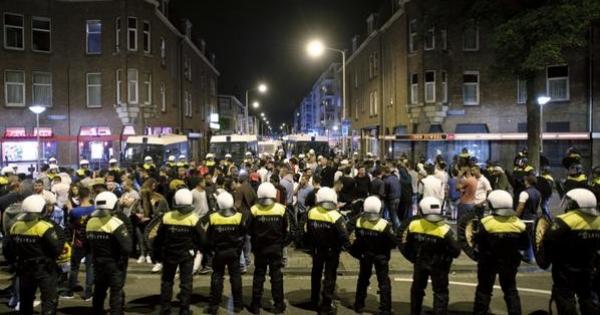De minister van Veiligheid en Justitie mr. G.A. van der Steur : Ontslag politiechef eenheid Den Haag dhr. Paul van Musscher