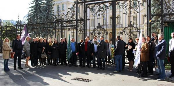 Президенту України,Голові Верховного Суду України,Головам апеляційних судів: Забезпечення  дотримання рівноправ'я сторін у кримінальному провадженні