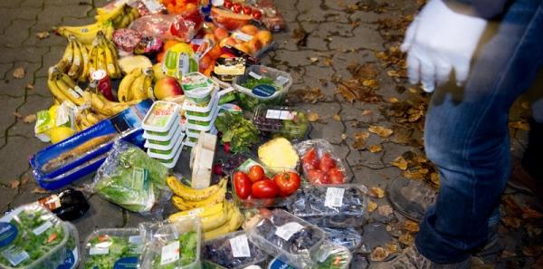 Direktion von COOP und MIGROS: Verteilen von abgelaufener oder leichtbeschädigter Ware/Lebensmittel