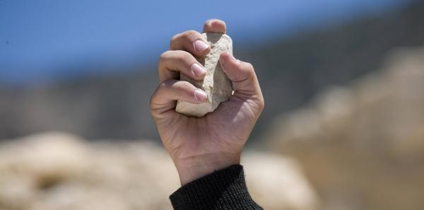 Saudi Arabia : Stop Stoning Sri Lankan Domestic Worker