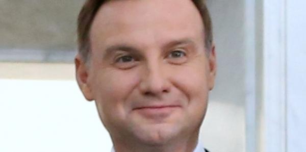 Do Prezydenta Rzeczypospolitej Polskiej, Pana Andrzeja Dudy. Wzywamy Pana do zrzeczenia się urzędu Prezydenta.