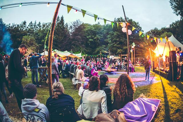 Bevolking van Barendrecht en omstreken ervan: Petitie voor een vergunning en de ruimte voor een outdoors muziek evenement