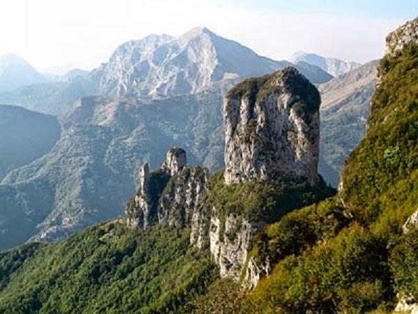 Salviamo il Monte Procinto! Salviamo le Apuane!